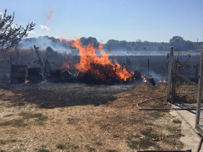 Πυρκαγιά στον Κάμπο Αμπελακίου στην Αμφιλοχία – Κινδύνεψαν κατοικίες (βίντεο)