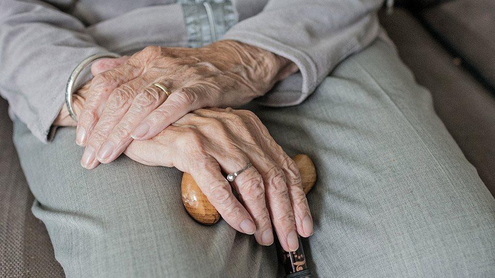 Κορωνοϊός: Αγωνία για τις ευπαθείς ομάδες – Και τέταρτος νεκρός από το γηροκομείο στο Ασβεστοχώρι