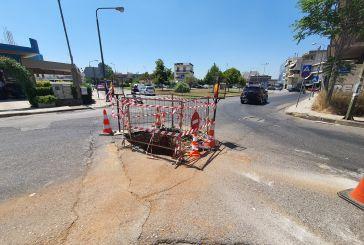 Οδηγοί προσοχή: Καθίζηση λόγω ρηγμάτωσης αγωγού στη συμβολή των οδών Φιλελλήνων-Κατράκη