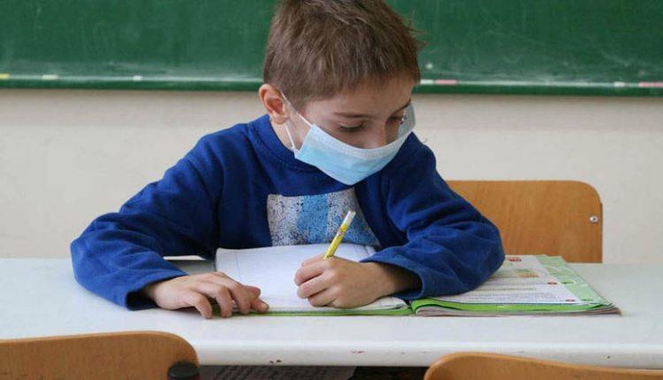 Ζαχαράκη: Δύο μάσκες για μαθητές και εκπαιδευτικούς