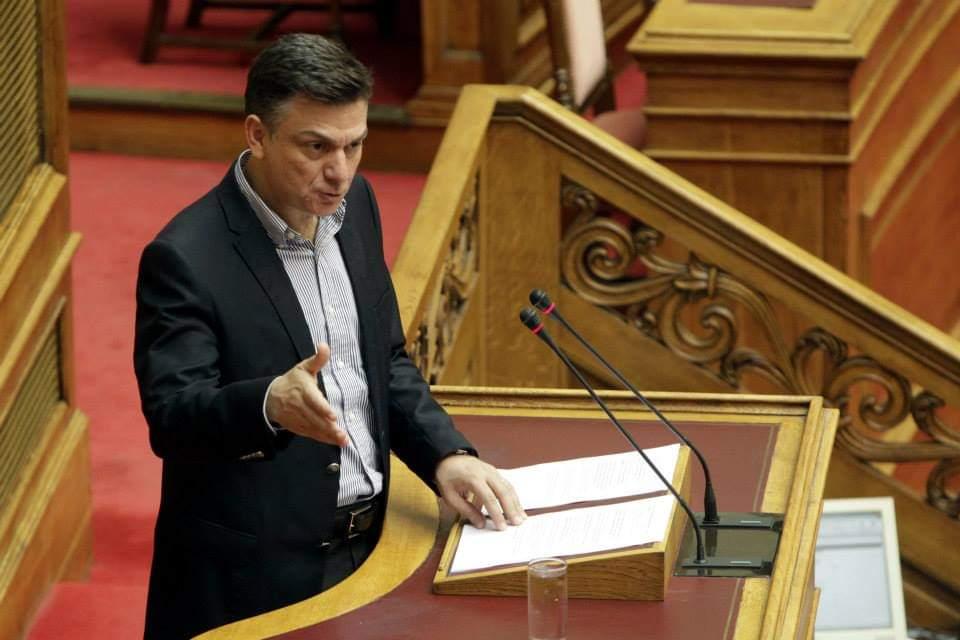 Θ. Μωραΐτης: «Η κυβέρνηση εμπαίζει με κάθε ευκαιρία τα εθνικά αισθήματα του λαού»