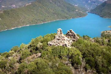 Ο «Κουλόπυργος» ή Πύργος του Ακροποτάμου στα Αμπέλια Παρακαμπυλίων (βίντεο)