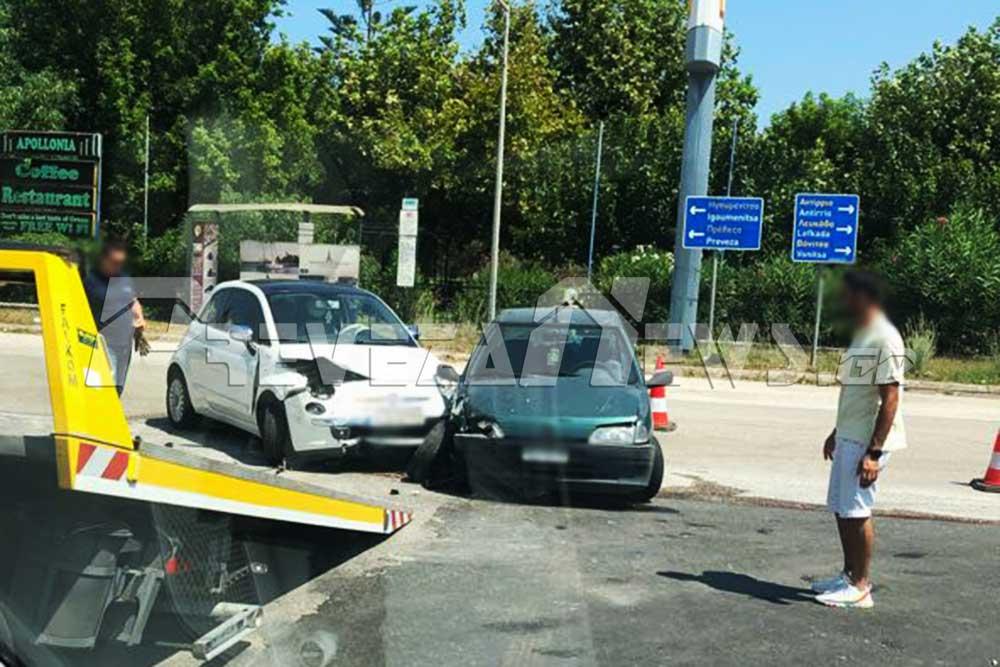 Σύγκρουση οχημάτων στο ύψος του Αεροδρομίου στο Άκτιο – Επιβαίνοντες μεταφέρθηκαν στο νοσοκομείο