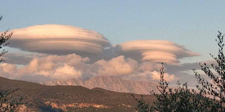 Η στιγμή που… εξωγήινο σύννεφο «καταπίνει» τα Ακαρνανικά (φωτό)