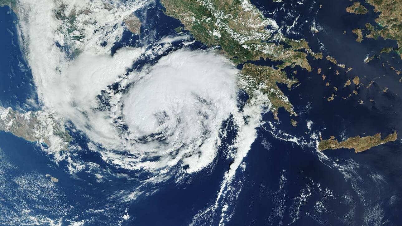Κακοκαιρία «Ιανός»: Εντυπωσιακή φωτογραφία του κυκλώνα από τον δορυφόρο Copernicus