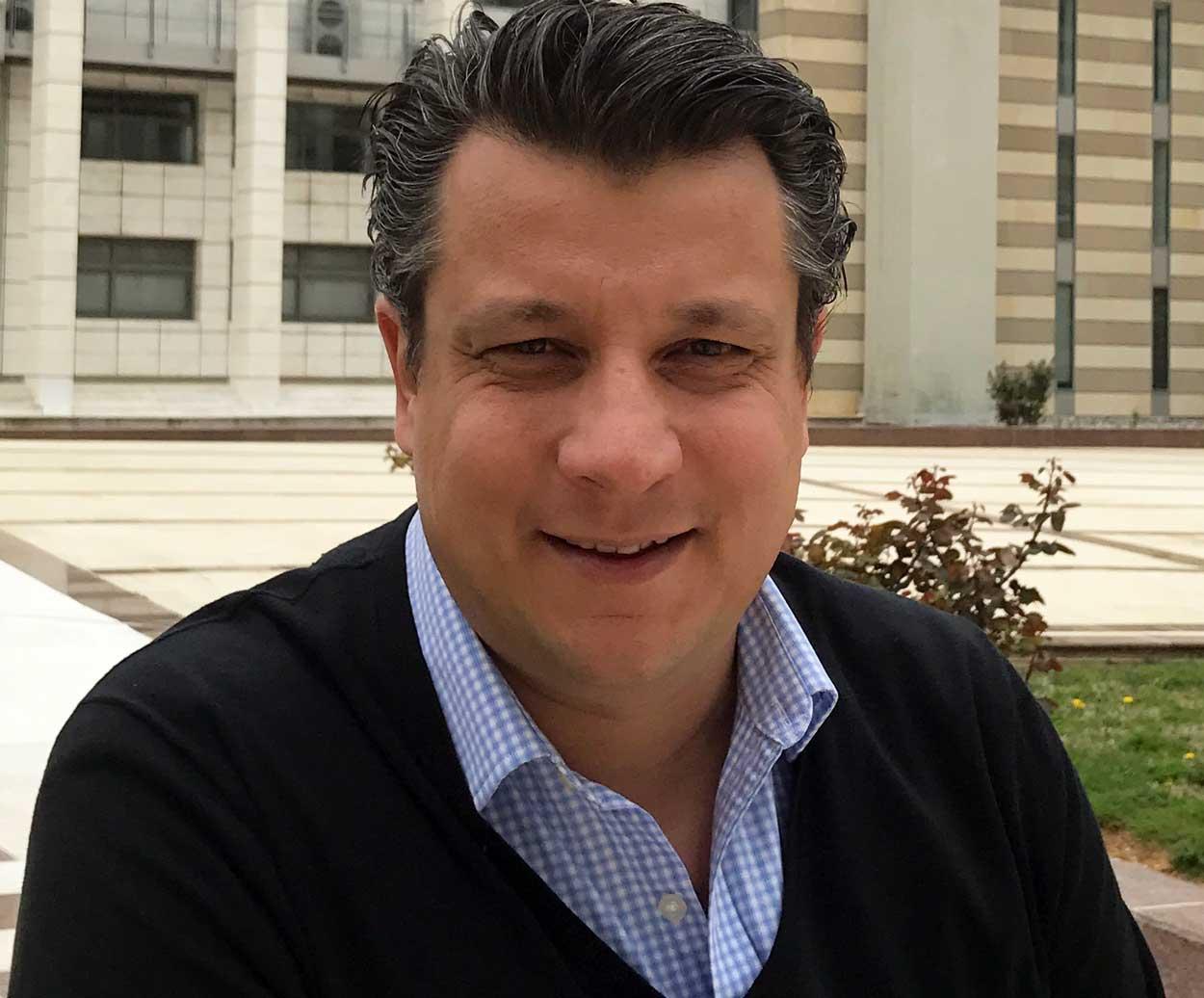 Δερμιτζάκης: Πρώτα έπρεπε να απαγορευτεί η θεία κοινωνία και μετά να κλείσουν μαγαζιά