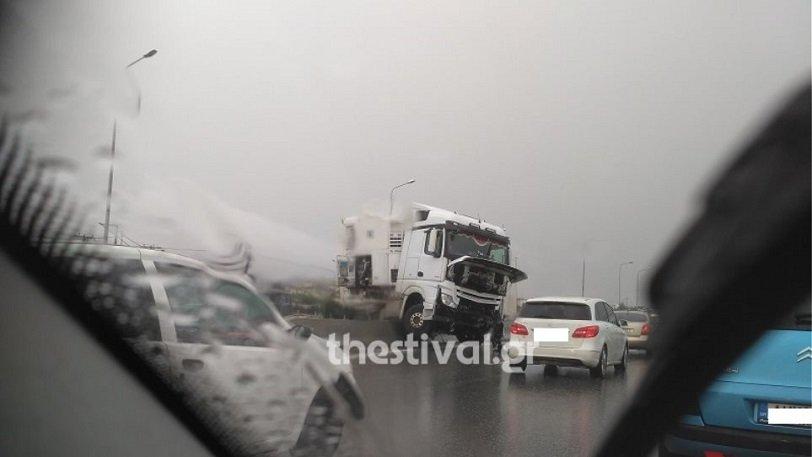 Ασύλληπτη τραγωδία στο Δερβένι: Οδηγός βγήκε να βοηθήσει σε τροχαίο και σκοτώθηκε!