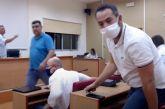 Μπουνιές και… γαλλικά στο δημοτικό συμβούλιο Δ. Αχαΐας: «Μην κουνάς το χέρι παλιοτόμαρο» (βίντεο)