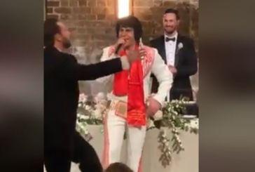 Αυστραλία: Ο «Έλβις Πρίσλεϊ» τραγουδάει Βασίλη Καρρά σε γάμο (βίντεο)