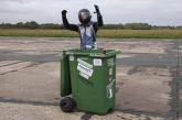 Τρελό ρεκόρ στα Γκίνες: Έβαλε ρόδες σε κάδο σκουπιδιών και έπιασε 64 χλμ/ώρα