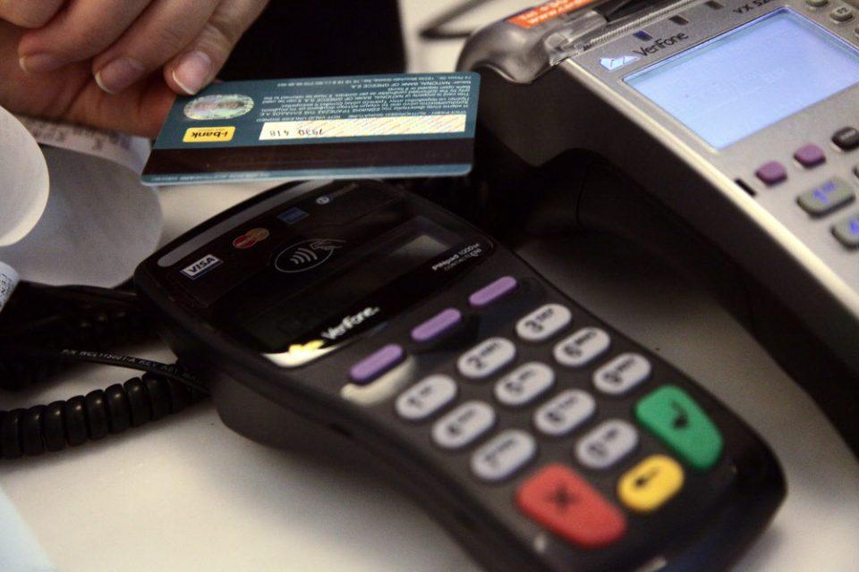 Μέχρι 31 Δεκεμβρίου οι ανέπαφες συναλλαγές με κάρτες χωρίς PIN έως 50 ευρώ