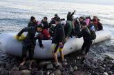 Μετανάστες βγήκαν σε παραλία με γυμνιστές και έτρεξαν στο δάσος να κρυφτούν
