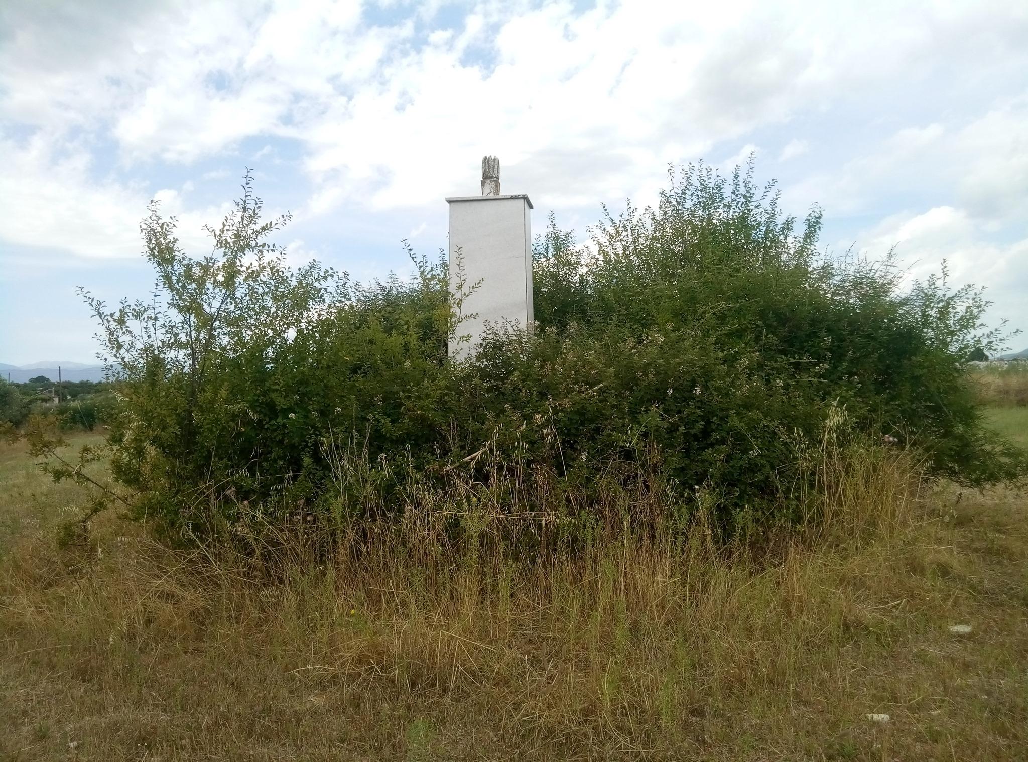 Παρεμελημένο το Μνημείο στο Αγρίνιο του πεσόντα αεροπόρου Γεώργιου Αθανασόπουλου