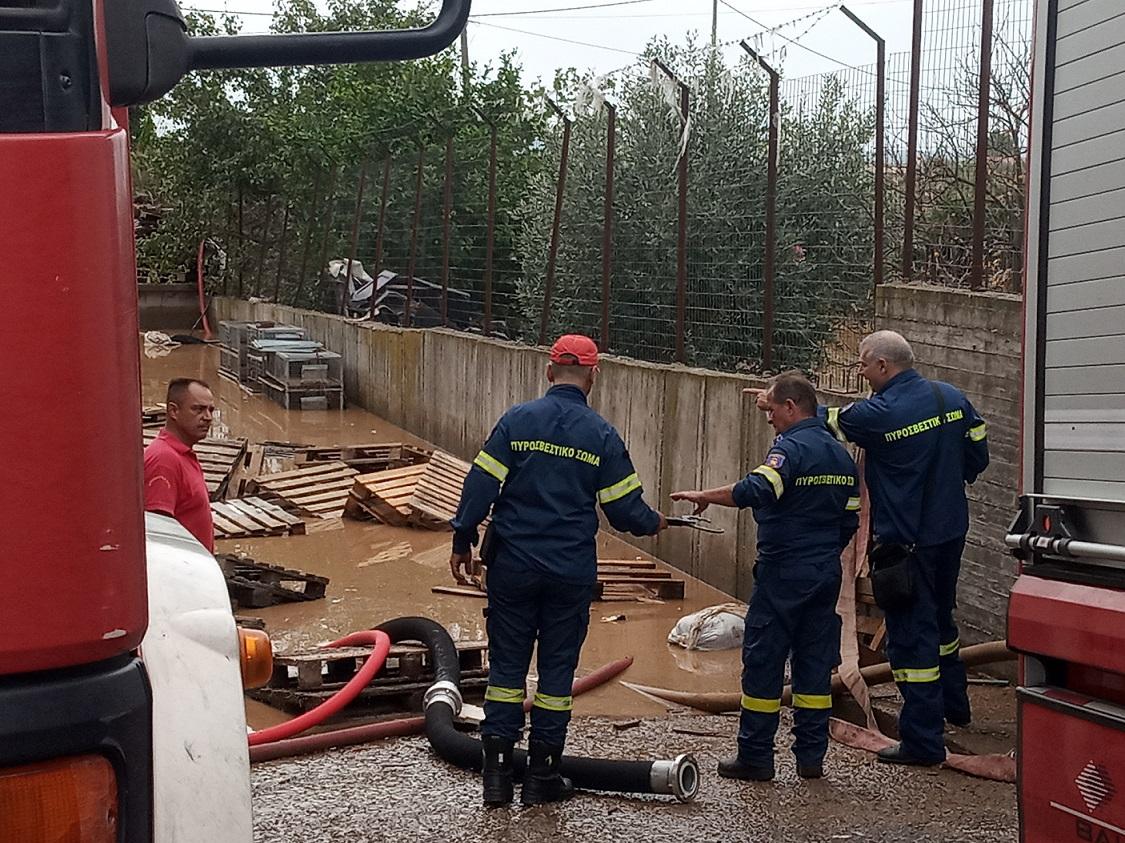 Μεγάλη καταστροφή σε επιχείρηση της Στράτου-πλημμύρισε απο το ρέμα (φωτό-βίντεο)