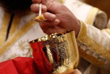 Ιωάννινα: «Έκανα λάθος» – Μετανιωμένος ο ιερέας που χρησιμοποίησε κουταλάκια μιας χρήσης στη Θεία Κοινωνία