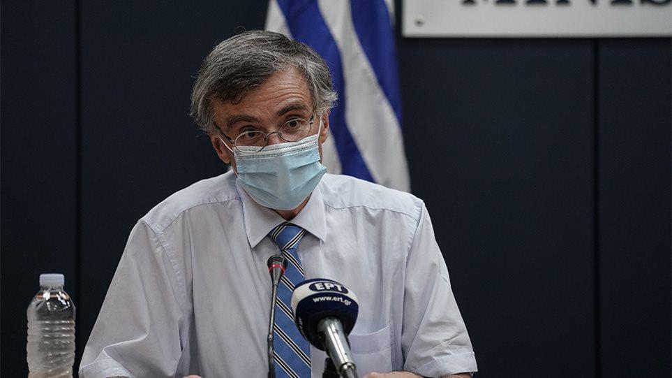 Τσιόδρας: «Νοσηλεύονται 1.600 άνθρωποι από ιό που κάνει πνευμονία – Αριθμός-ρεκόρ για τη σύγχρονη ιστορία»