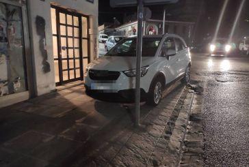 Πεζοδρομιακό… παρκάρισμα το βράδυ στη Δημοτσελίου!
