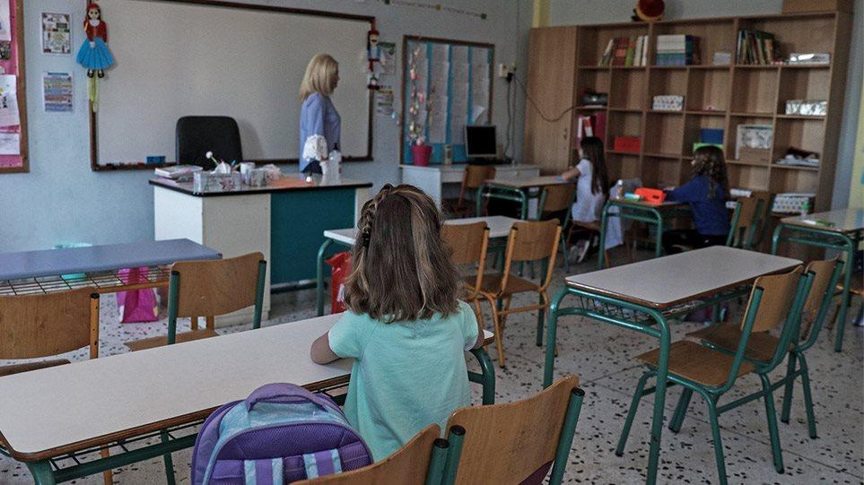Κορωνοϊός: Εκρηξη κρουσμάτων στα παιδιά – Ερχονται νέες οδηγίες για σχολεία και καραντίνα