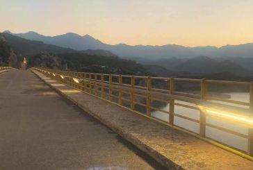 Άγνωστοι αφαίρεσαν φωτιστικό σώμα από την γέφυρα Τατάρνας
