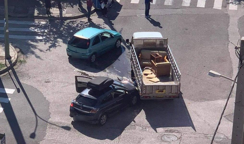 Αγρίνιο: Ένα ακόμη τροχαίο στην επικίνδυνη διασταύρωση της Φιλελλήνων με Σκόπα