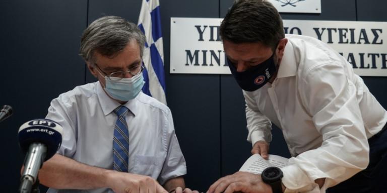 Κορωνοϊός: Σε δραματικούς τόνους η ενημέρωση Τσιόδρα-Μαγιορκίνη-Χαρδαλιά -Τι είπαν για lockdown