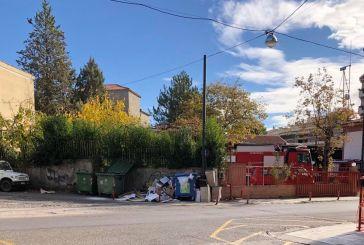 Aγρίνιο: Παντού χαρτόκουτα εκτός κάδου