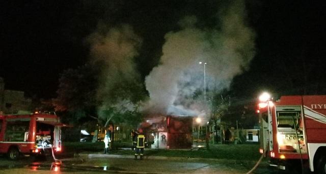 Αγρίνιο: Παρανάλωμα του πυρός κιόσκι του δήμου