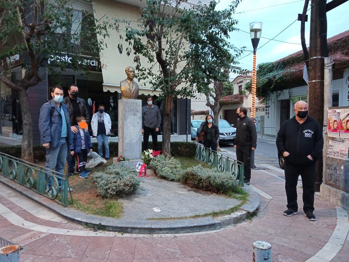 Ανυπότακτο Αγρίνιο: λουλούδια στο μνημείο του Γρηγόρη Λαμπράκη