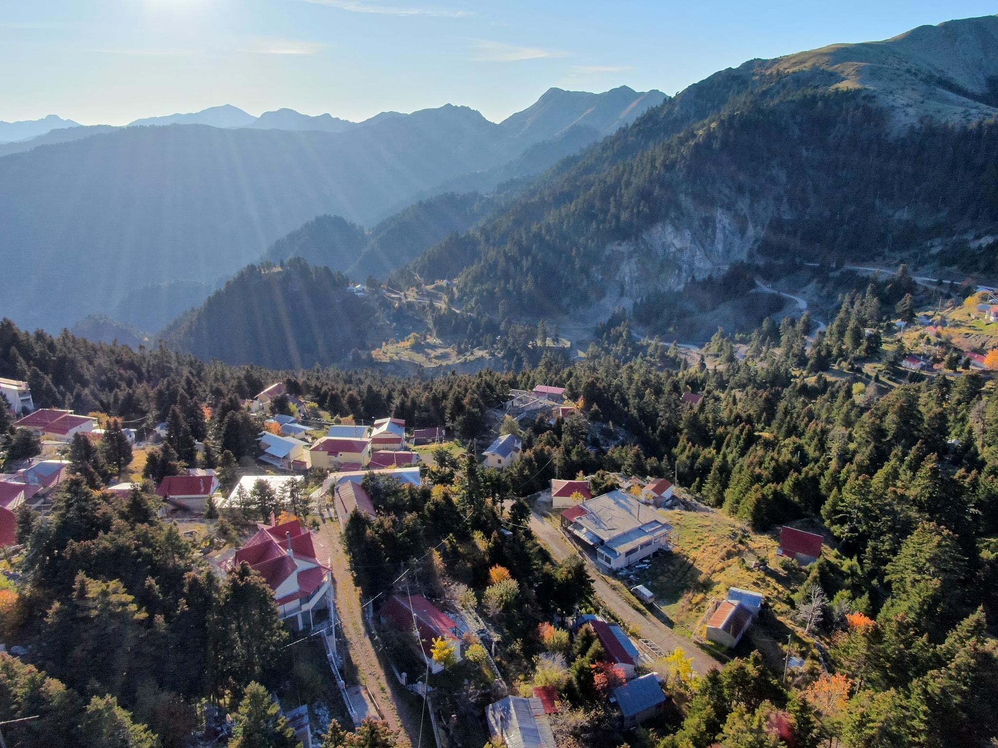 Βίντεο: Αρέντα, ένα από τα υψηλότερα χωριά της Ελλάδας