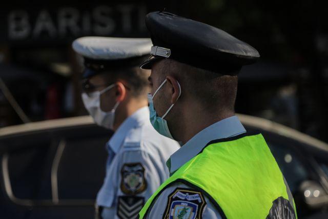 """Αστυνομικός σε πολίτη: """"γιατί φοράς μάσκα μόνος πάνω στο μηχανάκι;"""""""