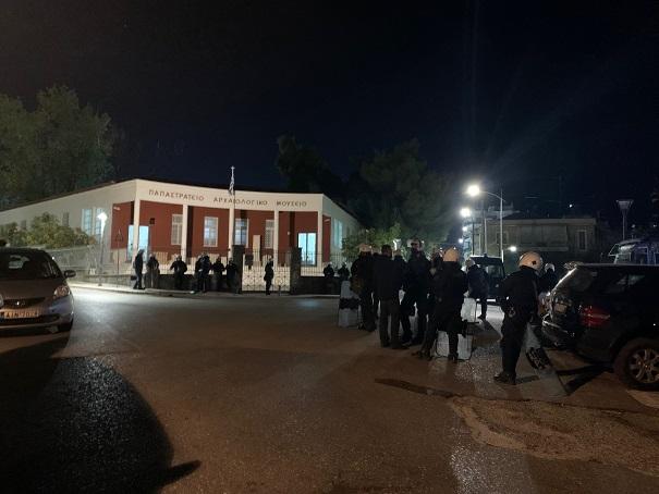 Aγρίνιο: αστυνομικός κλοιός σε πάρκο και πλατεία Δημάδη