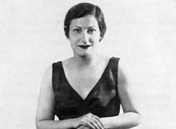 Δανάη Στρατηγοπούλου: Η φημισμένη τραγουδίστρια που ξεσήκωνε τους Αγρινιώτες επί Κατοχής. Η συνάντηση με Καπράλο και η εξαπάτηση των κατακτητών.