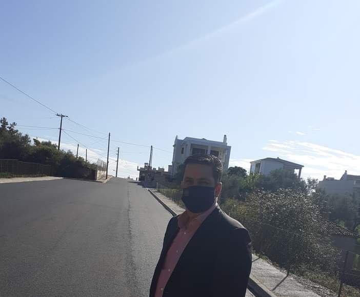 Ο δήμαρχος Αγρινίου και στο βάθος ο καινούργιος δρόμος που μένει … μισός