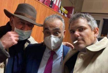 Ποιο Lockdown; Ο πρόεδρος του Δικηγορικού Συλλόγου Αθηνών έκανε πάρτι με 10 άτομα χωρίς μάσκες και σαμπάνιες