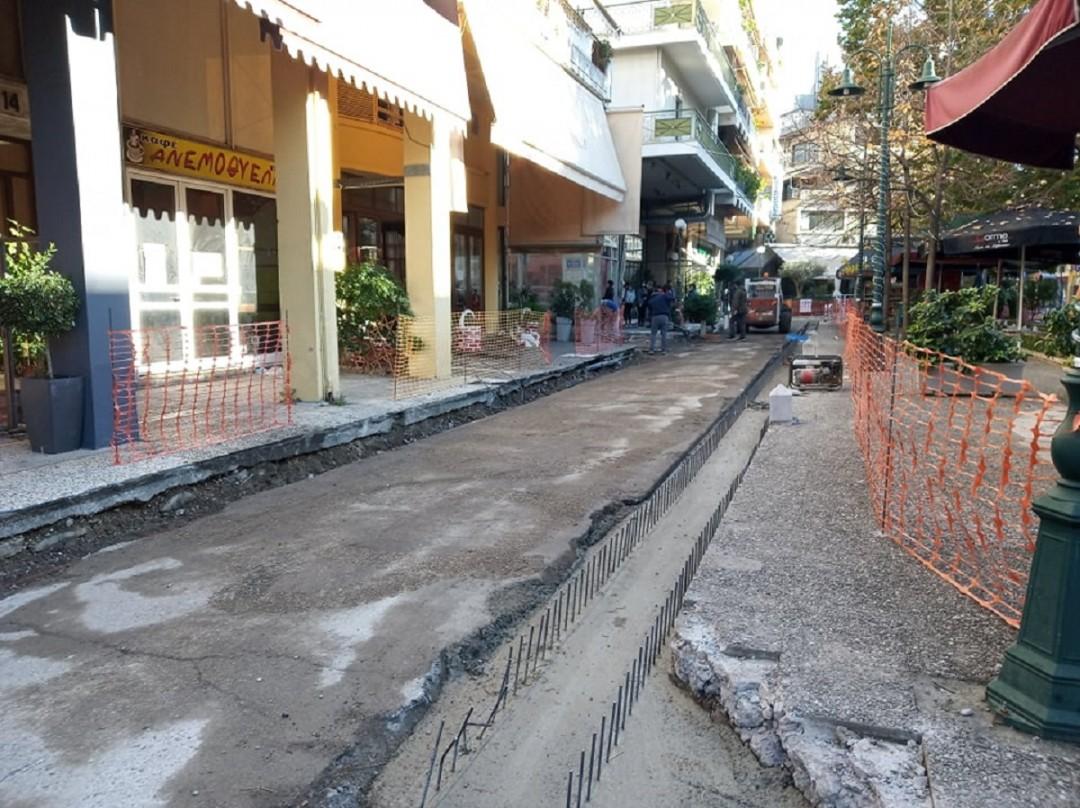 """Αγρίνιο: έργα ανάπλασης στην πλατεία 28ηςΟκτωβρίου (Καραπανέικα) με παράπλευρη απώλεια τον """"καταρράκτη"""""""