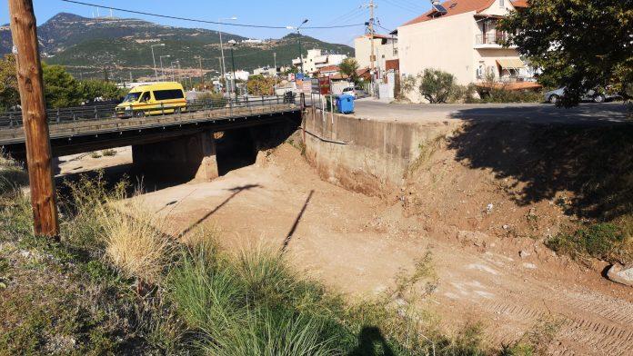 Ναυπακτία: Συνεχίζονται από την περιφέρεια οι καθαρισμοί των χειμάρρων