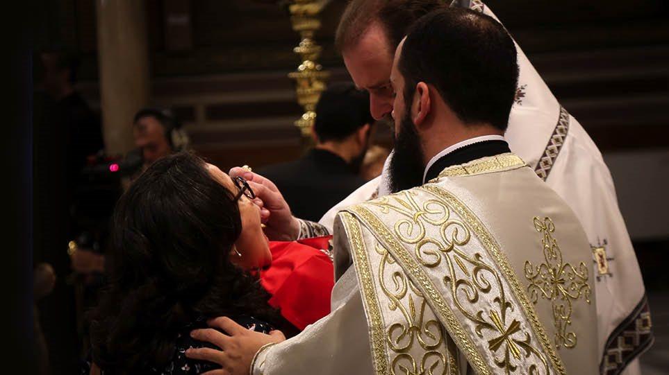 Ιερά Σύνοδος: Καταγγέλλει εμμονές και νευρώσεις με τη Θεία Κοινωνία