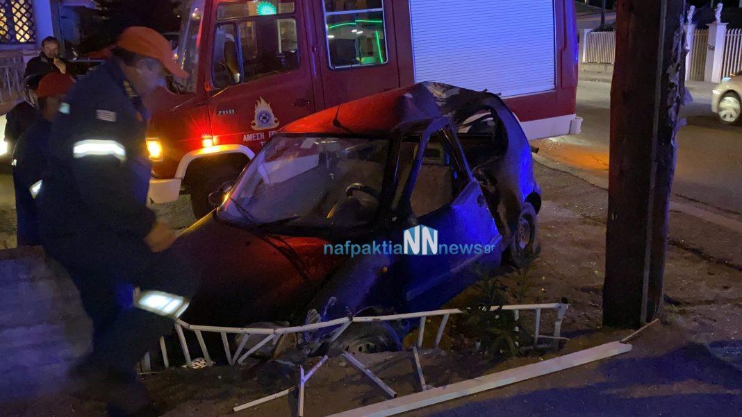 Ναύπακτος: Αυτοκίνητο έπεσε πάνω σε μάντρα