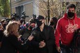 Στην Ευελπίδων με χειροπέδες ο Σφακιανάκης: «Ιδού ο εγκληματίας» είπε φτάνοντας