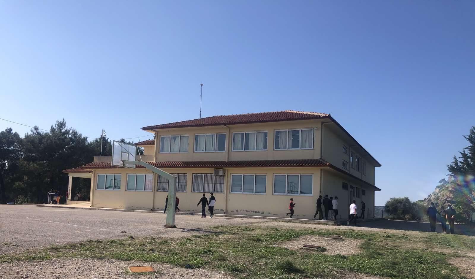 Σχολεία των Οινιαδών επισκέφθηκαν ο Λύρος και Γούργαρη