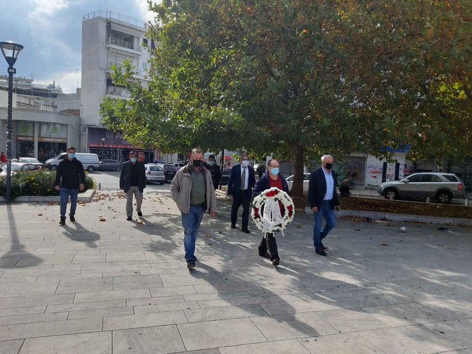 Αγρίνιο: Κατέθεσε στεφάνι για το Πολυτεχνείο ο ΣΥΡΙΖΑ