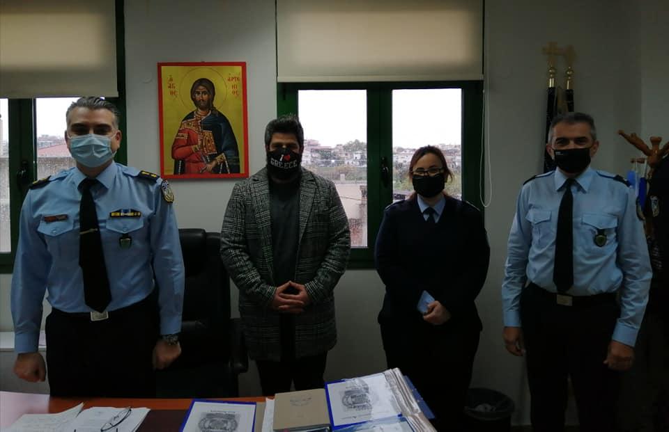 """""""Μόνο περηφάνεια για τα σώματα ασφαλείας"""" είπε ο πρόεδρος της ΝΔ Μεσολογγίου επισκεπτόμενος τις…αστυνομικές αρχές Αγρινίου"""