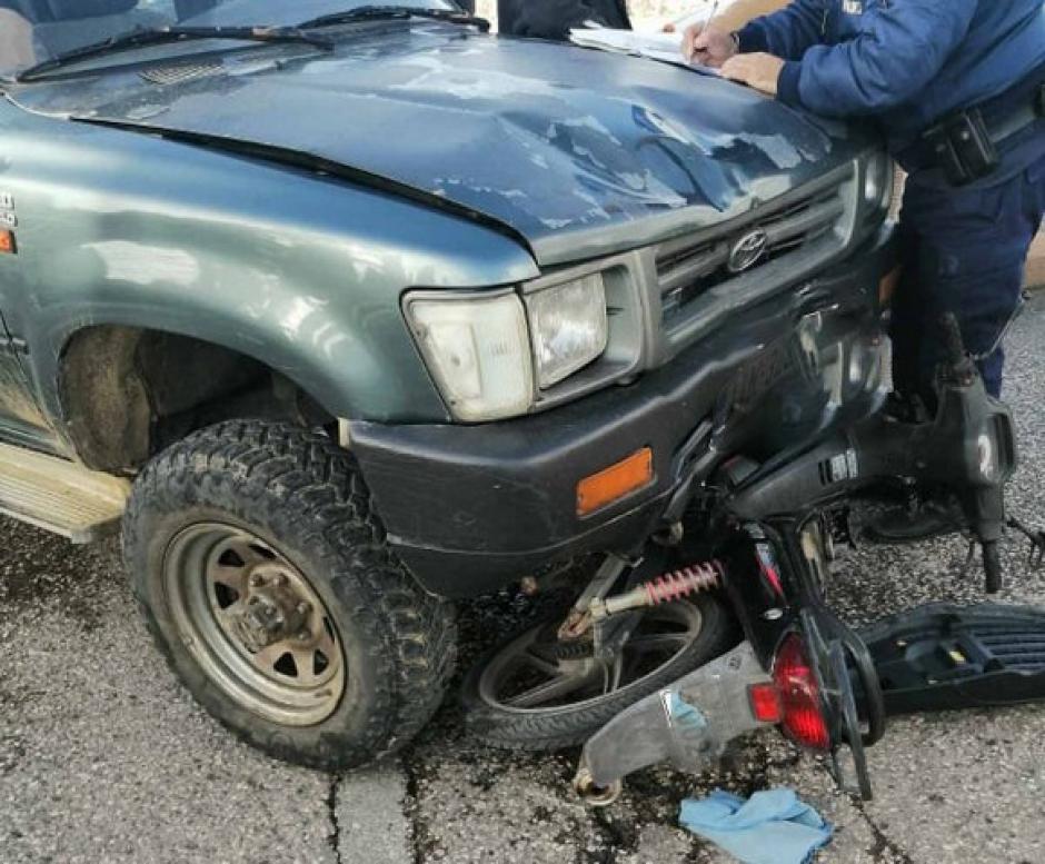 Μεσολόγγι: Κάτω από τις ρόδες αγροτικού βρέθηκε ένα μηχανάκι μετά από σύγκρουση