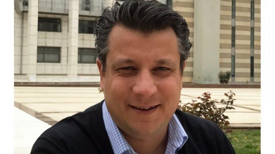 Δερμιτζάκης: «Τα παιδιά να μην παίζουν με άλλα παιδιά»