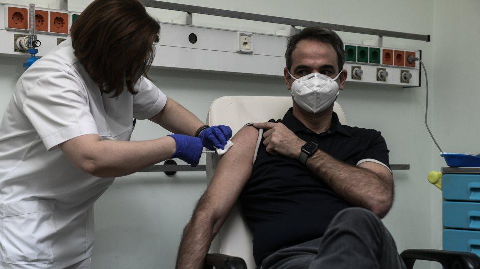 «Φυσιολογικός ορός στο εμβόλιο;» – Η ανάρτηση νοσηλεύτριας που καταρρίπτει τις θεωρίες συνωμοσίας