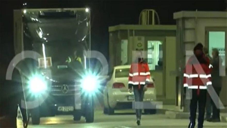 Κορωνοϊός: Έφτασαν στην Ελλάδα τα πρώτα εμβόλια