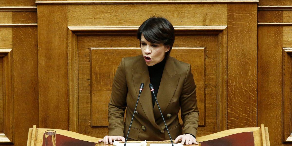 Γκάφα από τη Σουλτάνα Ελευθεριάδου στη Βουλή – Χαρακτήρισε επιδειξία τον πρωθυπουργό