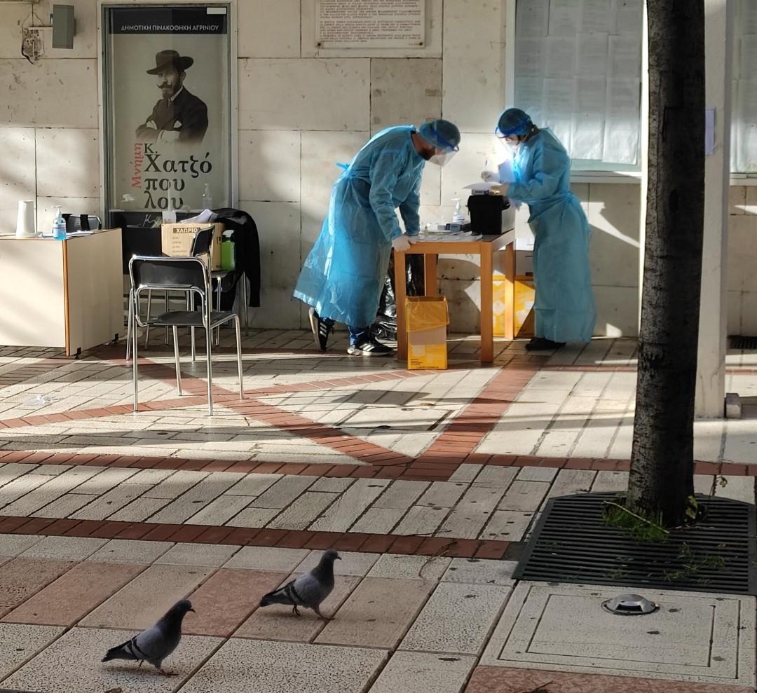 Παραμονή πρωτοχρονιάς με τεστ κορωνοϊού στο κέντρο του Αγρινίου