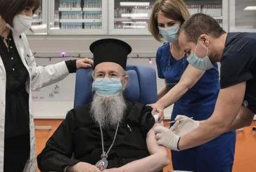 Μητροπολίτης Ιερόθεος: Τον εμβολίασε ο… Θεούλης (φωτό)