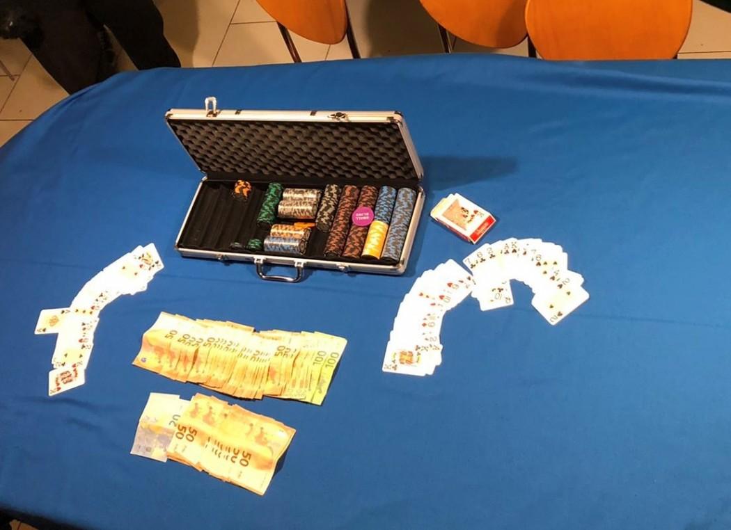 Είχαν «στήσει» χαρτάκι σε υπόγειο καφενείου στην Πάτρα, τους «τσάκωσε» η Αστυνομία